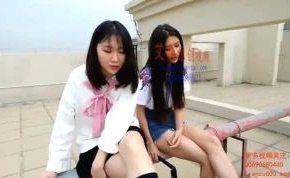 中国人のお姉さんが美脚でm男を踏みつける痴女エロ動画