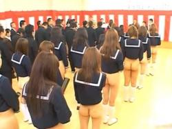 女子生徒は校則でスカート禁止の高校の卒業式wお尻丸出し動画