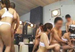 熟れた豊満ボディを密着させて洗体する熟女サウナレディのH動画
