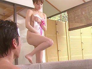 旅館存続の為お風呂で枕営業する美人女将のSEX動画