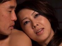 若いツバメに嵌った四十路の巨乳人妻が激揺れ浮気SEXのエロ動画