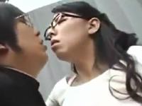 【友達の母】巨乳むっちり母が息子の友達に迫られ立ちバック青姦・野外SEX♪|しろスポ|エッチな素人動画