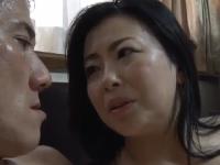 豊満ボディの五十路ぽちゃお母さんが娘婿と禁断SEXの近親相姦