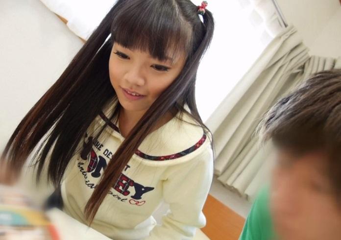 ガチロリ美少女JSがエッチな本に興奮した男子に悪戯されるヤバイ動画