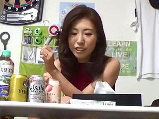 女優の松島奈々子にそっくりな素人の美人奥さまを隠し撮りした盗撮動画