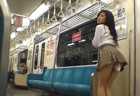 ミニスカ制服JKが固定バイブで地下鉄や野外で羞恥調教され悶絶イキ