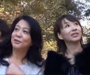 素人ナンパ観光地で熟れ熟れ年増おばさん2人組み欲求不満だったらしく乱れイキ動画