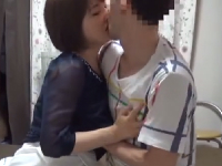 酔った人妻が若いチンコに発情しておしゃぶりする素人エッチ動画