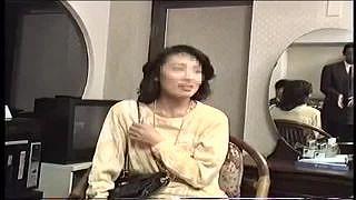 40代の素人奥さまが初体験の3Pで潮撒き散らし痙攣イキのエロ動画