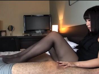 パンスト美少女に足コキされ潮吹きしちゃう変態男の主観動画