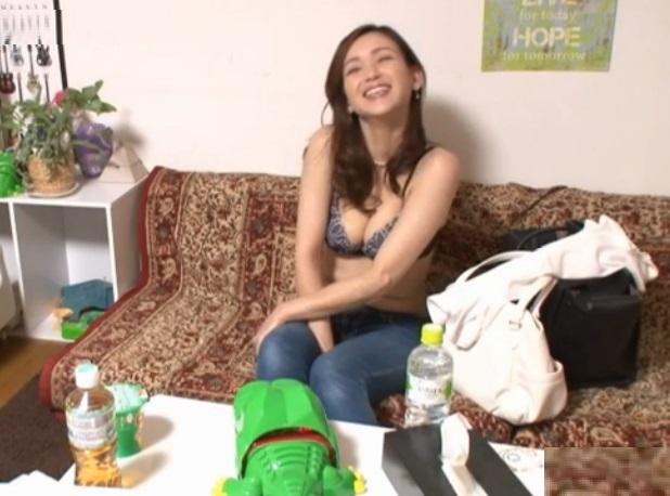 素人盗撮エロ巨乳の美人妻がイケメンにナンパされ部屋連れ込まれ中出しSEXエロ動画