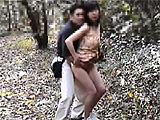 野外で熟女を全裸にしてSEXし捲る激ヤバな露出狂の素人エロ動画