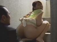 発情した団地妻が昼間から浮気セックスしちゃう素人エッチ動画