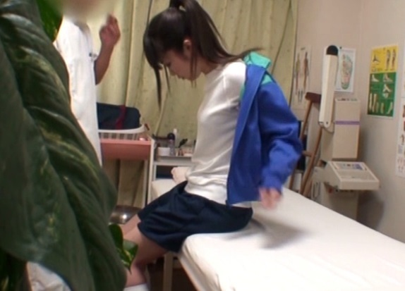 ロ●コン整体師に狙われたJC娘が悪戯される盗撮SEX動画