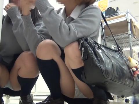 素人パンチラ隠し撮り関西ミニスカ制服JKのM字パンツ盗撮エロ動画