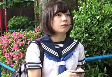 セーラー服の可愛い女子校生が援交エッチで中出しされるやばい動画