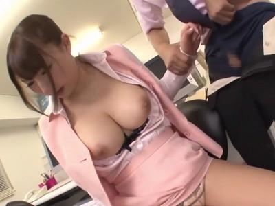 巨乳のOLお姉さんが上司のパワハラ命令でパイズリ・フェラするエロ動画