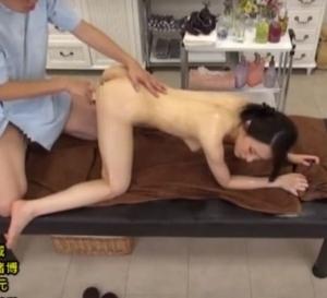 猥褻マッサージ店と知らずに来店した美人お姉さんが悪戯される盗撮SEX動画