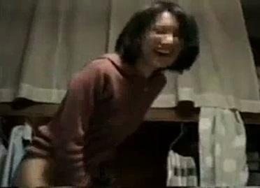 素人がビデオで撮った彼女との寝バック中出しセックスのエロ動画