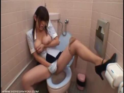 ムラムラ巨乳OLお姉さんが会社のトイレでオナニーしてる隠し撮り盗撮エロ動画が流出