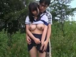 セーラー服・巨乳JKの野外SEXを隠し撮りした素人投稿の盗撮エロ動画