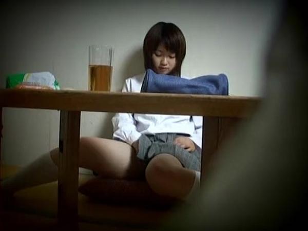 勉強中にムラムラしオナニーおっぱじめた美少女JK妹の部屋隠し撮り素人盗撮エロ動画
