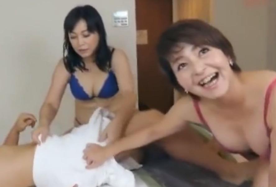 50過ぎたおばさん熟女が若い男をナンパして逆レイプのSEX動画