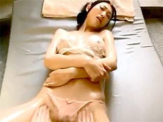人気グラビアの壇蜜の透ける乳首や巨乳がマジでヌケる擬似SEX動画