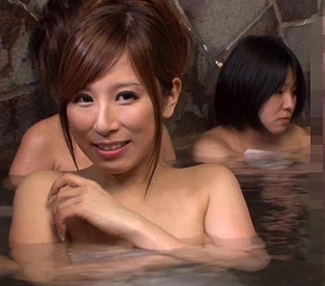 混浴露天風呂で綺麗な巨乳お姉さんに勃起チンコ見せつけ混浴SEX