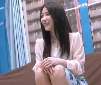 ナンパされた美熟女の人妻が潮吹き捲る淫乱な素人ハメ撮り動画