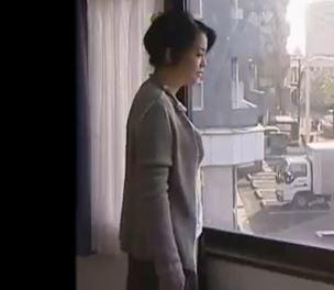 熟女が不倫相手を自宅に連れ込んでセックスしてる素人エッチ動画