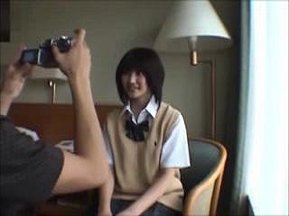 学校の制服を着て貰ってモデル撮影中にセックスしちゃう素人動画|しろスポ|エッチな素人動画