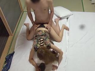 温泉でコンパニオンと本番セックスを盗撮した現場エロ動画